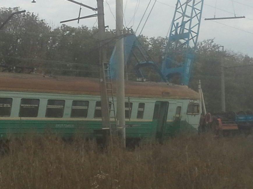 В «ДНР» поезд сошел с рельсов, сбив машину (ФОТО) (фото) - фото 5