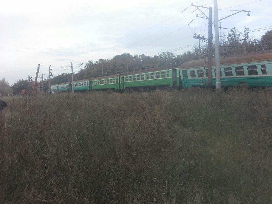 В «ДНР» поезд сошел с рельсов, сбив машину (ФОТО) (фото) - фото 3