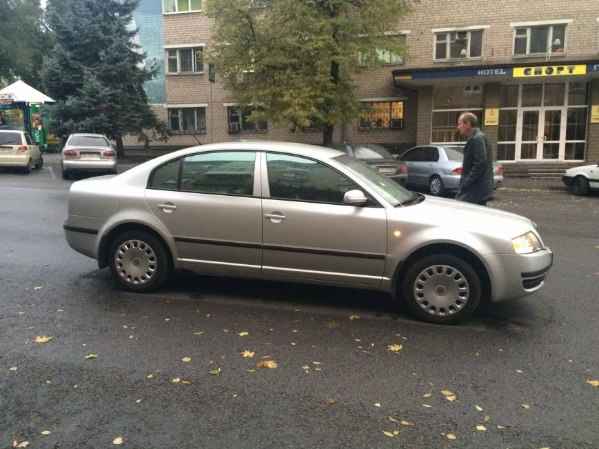 ДТП в Днепропетровске: «Шкода» наехала на несовершеннолетнюю студентку (ФОТО) (фото) - фото 1