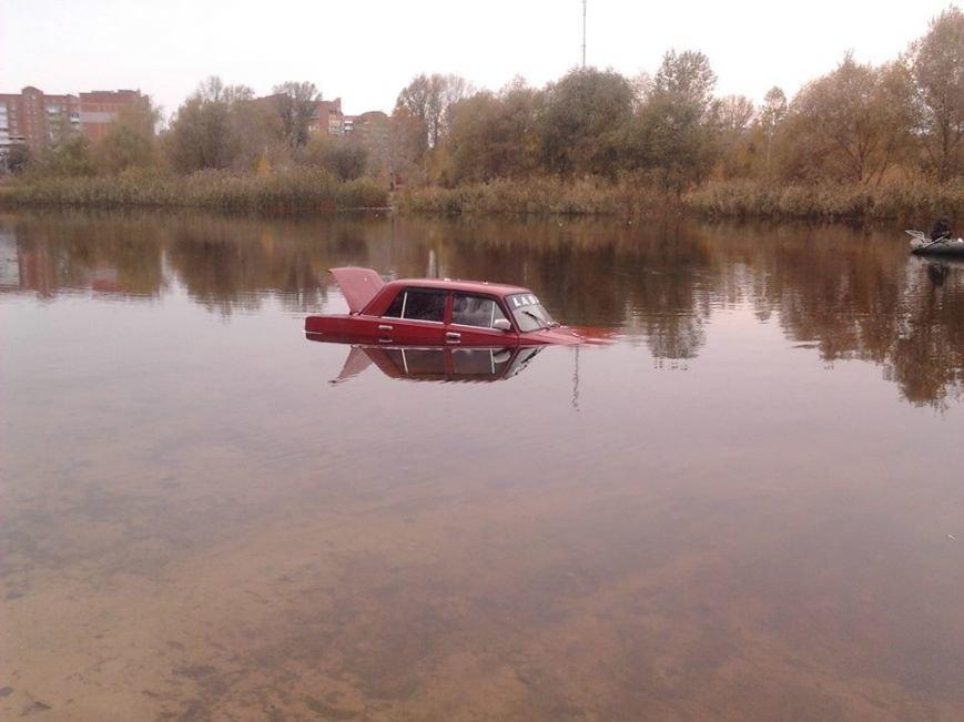 У Полтаві посеред річки затонув автомобіль (ФОТОФАКТ), фото-1