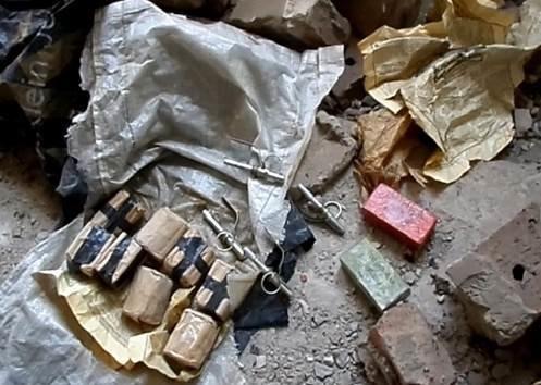 На территории заброшенного цеха НКМЗ обнаружен тайник с боеприпасами (ВИДЕО) (фото) - фото 1