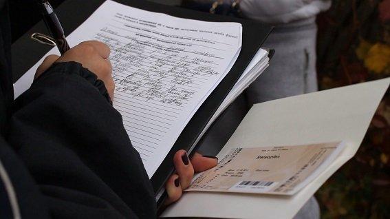 В Киеве агитаторы подкупали избирателей сладостями и билетами на концерт (ФОТО) (фото) - фото 1