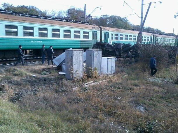 В Макеевке поезд сошел с рельсов (фото) - фото 1