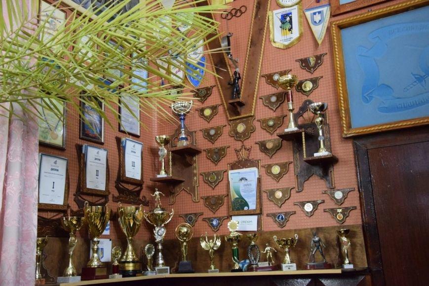Власти приодели николаевских фехтовальщиков (ФОТО) (фото) - фото 2