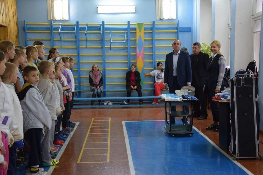 Власти приодели николаевских фехтовальщиков (ФОТО) (фото) - фото 1