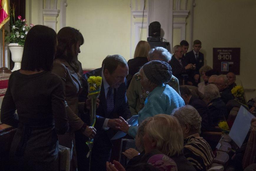 В Днепродзержинском театре ко Дню освобождения города состоялся праздничный концерт, фото-2