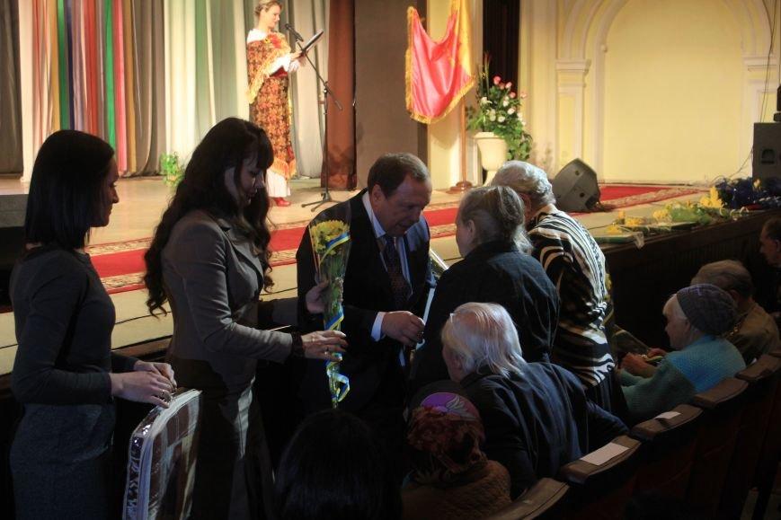 В Днепродзержинском театре ко Дню освобождения города состоялся праздничный концерт, фото-4