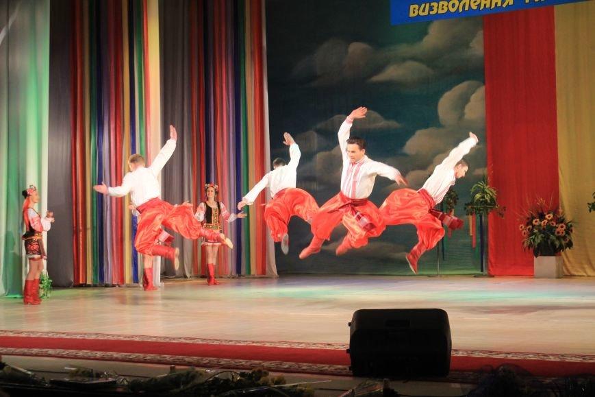 В Днепродзержинском театре ко Дню освобождения города состоялся праздничный концерт, фото-12