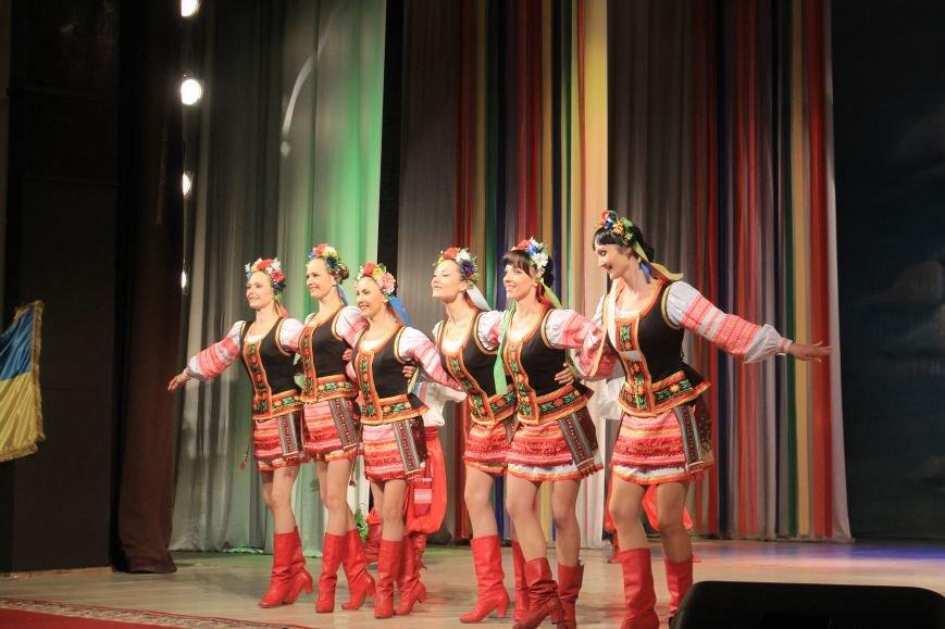 В Днепродзержинском театре ко Дню освобождения города состоялся праздничный концерт, фото-11