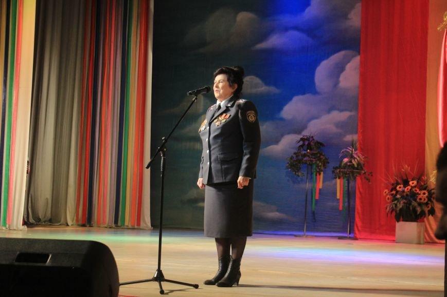 В Днепродзержинском театре ко Дню освобождения города состоялся праздничный концерт, фото-9