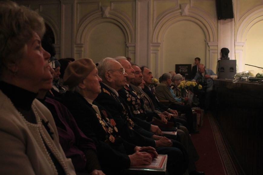 В Днепродзержинском театре ко Дню освобождения города состоялся праздничный концерт, фото-8