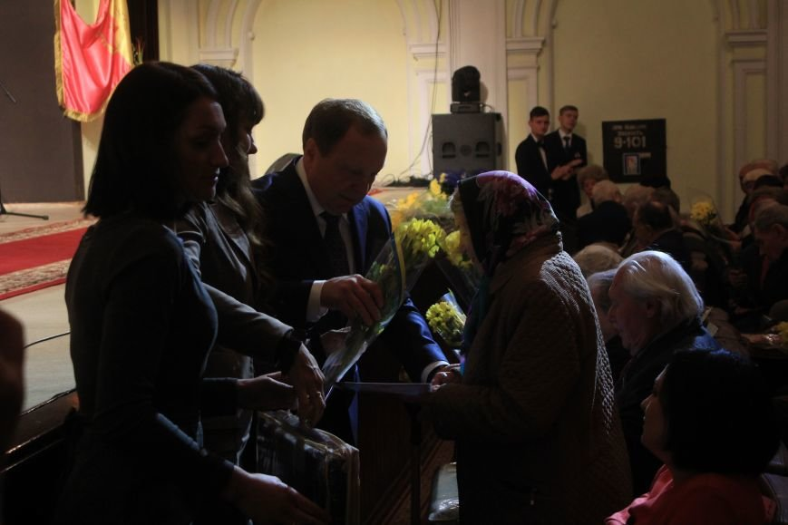 В Днепродзержинском театре ко Дню освобождения города состоялся праздничный концерт, фото-6