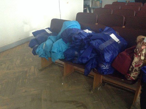 Заседание Красноармейской избирательной комиссии вновь переносится на неопределенный срок, тем временем  члены УИК получают канцелярию (фото) - фото 3