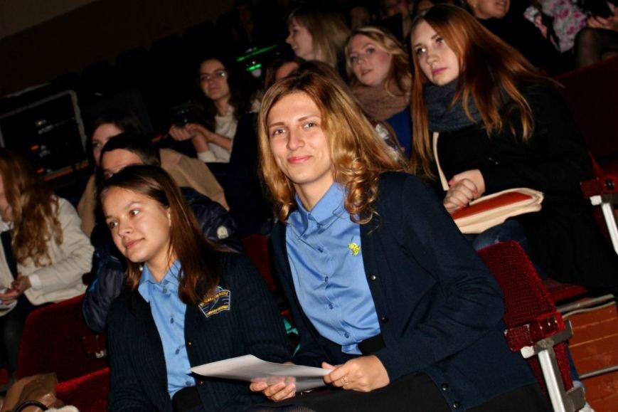 У СумДУ відбулося нагородження переможців ІІ Молодіжного фестивалю реклами «Восьма барва - 2015» (фото) - фото 1