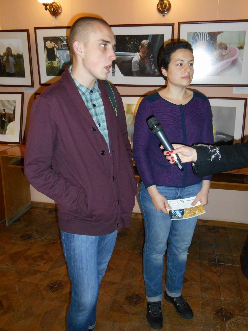 В Славянск привезли фотовыставку «Жизнь переселенцев» (фото) - фото 1