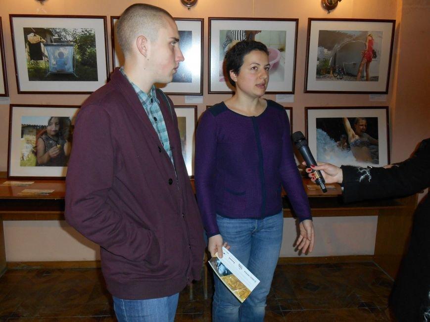 В Славянск привезли фотовыставку «Жизнь переселенцев» (фото) - фото 2