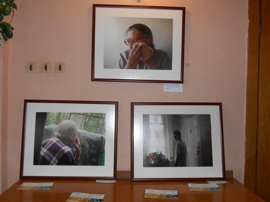В Славянск привезли фотовыставку «Жизнь переселенцев» (фото) - фото 5