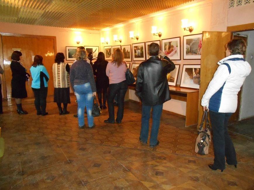 В Славянск привезли фотовыставку «Жизнь переселенцев» (фото) - фото 6