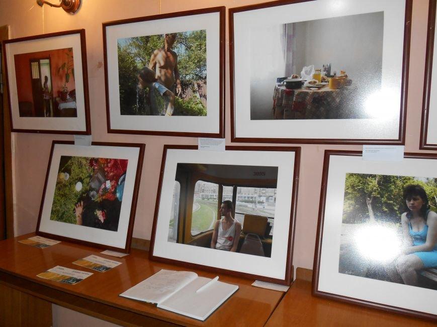 В Славянск привезли фотовыставку «Жизнь переселенцев» (фото) - фото 7