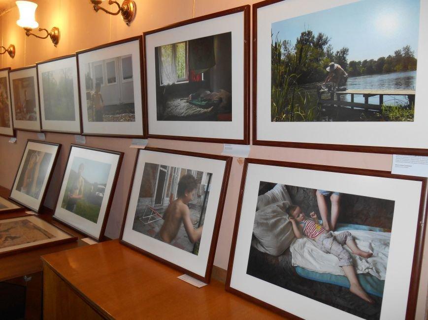 В Славянск привезли фотовыставку «Жизнь переселенцев» (фото) - фото 4