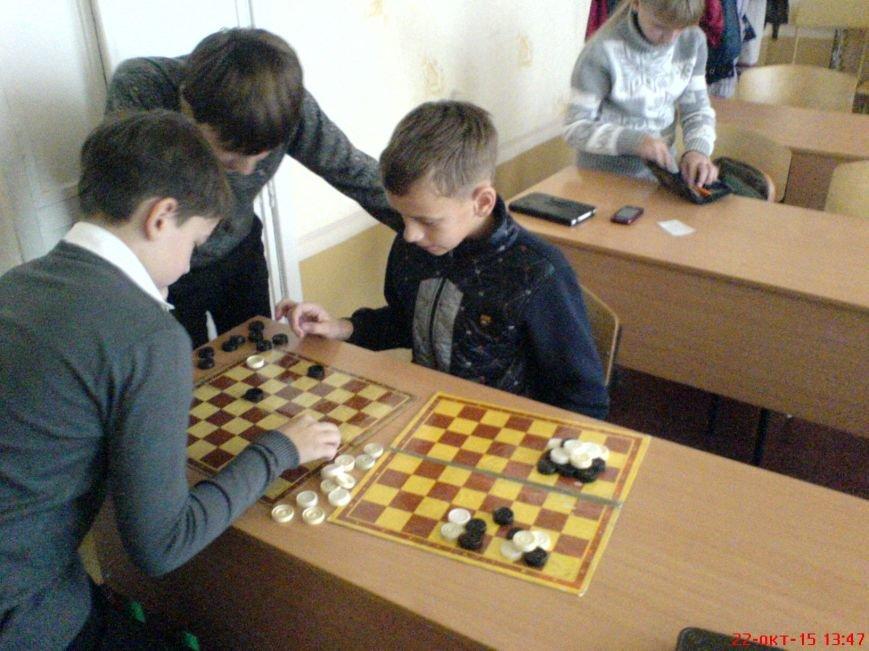 На базе ОШ №2 в Красноармейске прошло первенство по шашкам среди учащихся 7-х классов (фото) - фото 1
