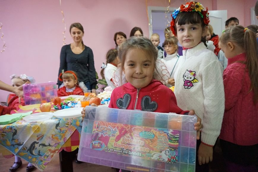 Благодаря помощи криворожского предпринимателя Олега Ляденко в двух ОСМД появилась детская игровая и крепкое крыльцо (ФОТО) (фото) - фото 9
