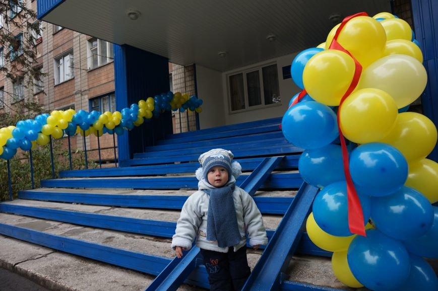 Благодаря помощи криворожского предпринимателя Олега Ляденко в двух ОСМД появилась детская игровая и крепкое крыльцо (ФОТО) (фото) - фото 4