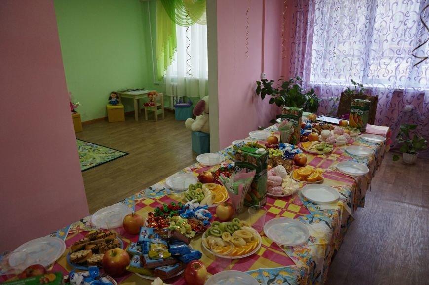 Благодаря помощи криворожского предпринимателя Олега Ляденко в двух ОСМД появилась детская игровая и крепкое крыльцо (ФОТО) (фото) - фото 7
