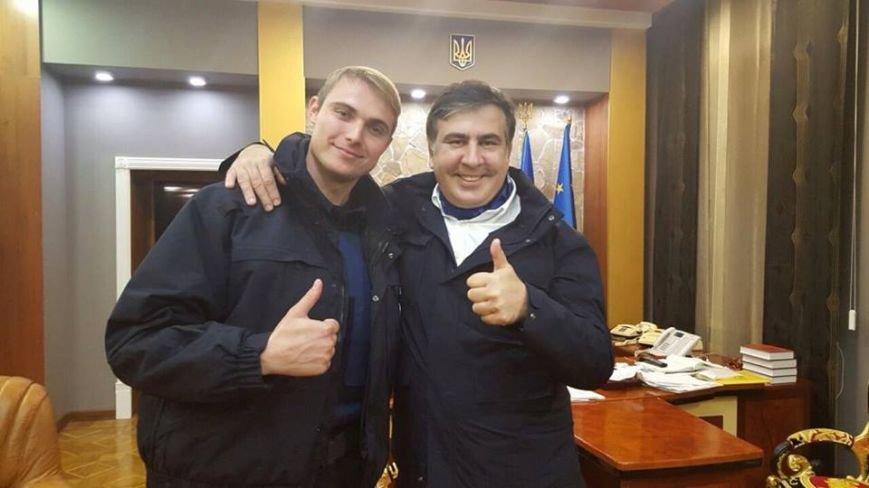 Саакашвили ночью патрулировал Одессу и фотографировался с полицейскими (ФОТО) (фото) - фото 1