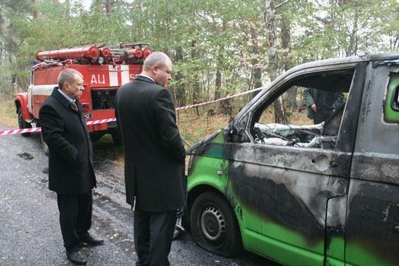 Возле Чернигова грабители атаковали автомобиль «ПриватБанка»: машина сгорела, инкассаторы погибли, фото-1