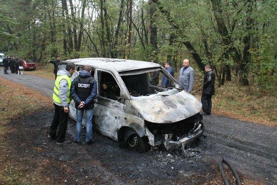 Возле Чернигова грабители атаковали автомобиль «ПриватБанка»: машина сгорела, инкассаторы погибли, фото-2