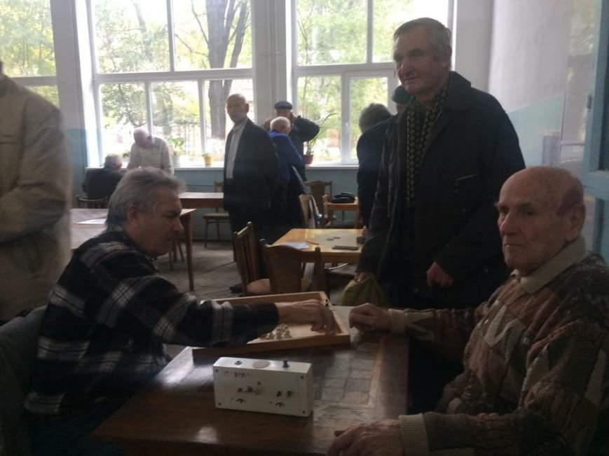 Шахматная рокировка! Избирательная комиссия в Мариуполе за день до выборов меняет место дислокации (фото) - фото 1