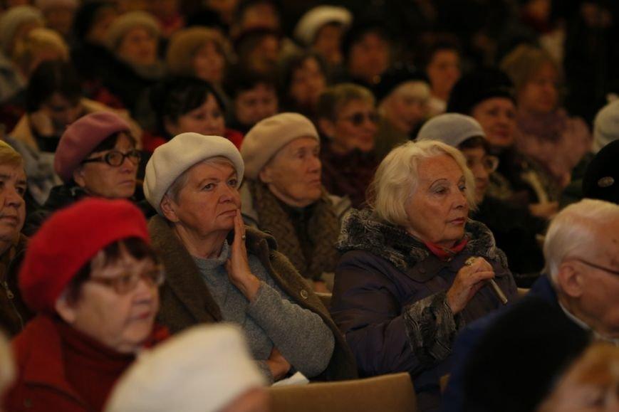 Пенсионеры Днепропетровска благодарны Филатову за возможность вновь посещать Университет третьего возраста (фото) - фото 1
