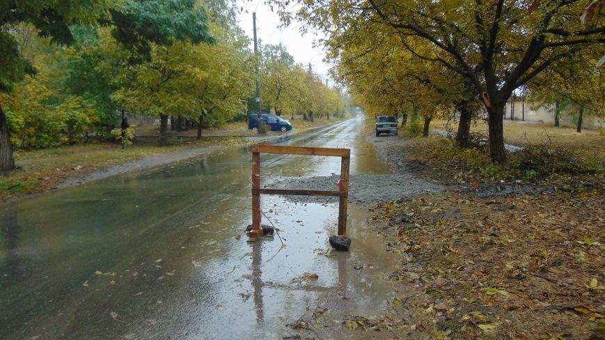 Пять мариупольских легковушек  попали в ловушку на дороге  (ФОТОФАКТ) (фото) - фото 1