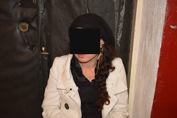 Жительница Николаева попыталась пронести мимо кассы дорогую помаду (ФОТО+ВИДЕО) (фото) - фото 1