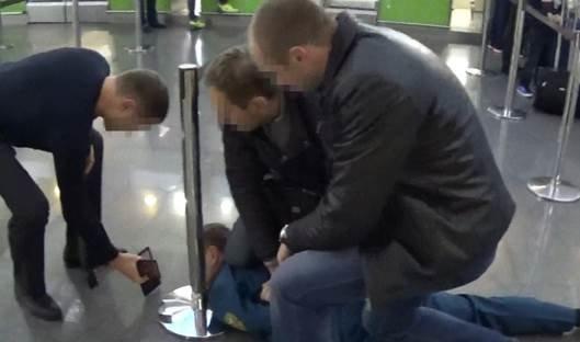 "Таможенный инспектор ""Борисполя"" попался за взятке (ФОТО) (фото) - фото 1"