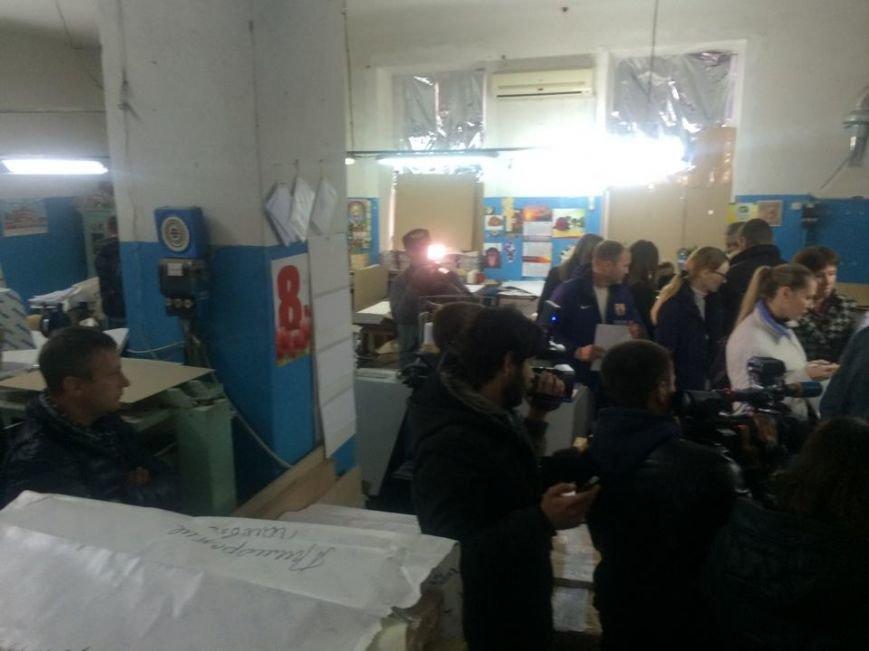Начался прием бюллетеней. Комиссия мариупольской ГИК нашла первые нарушения (фото) - фото 1