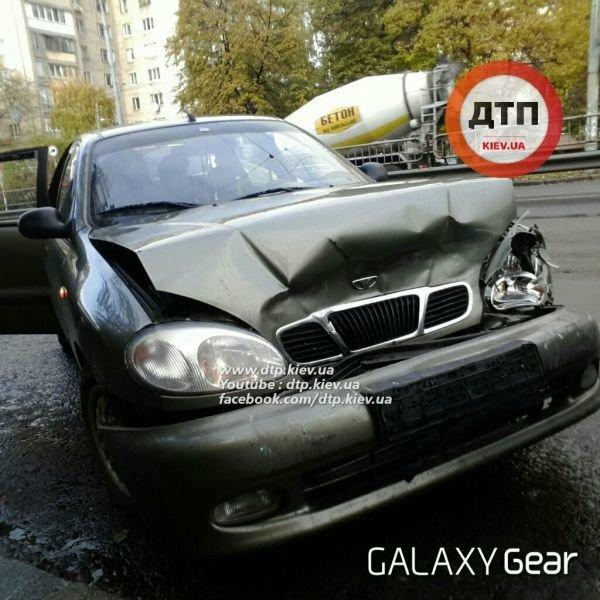 В Киеве в тройном ДТП водителю выбило зубы (ФОТО), фото-1