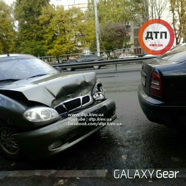 В Киеве в тройном ДТП водителю выбило зубы (ФОТО), фото-2