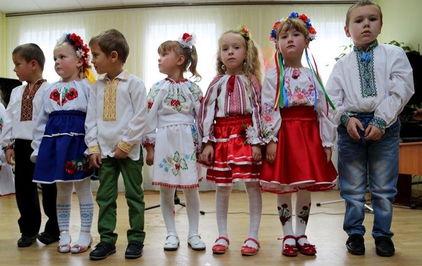 На Бучачині громада села своїми силами добудувала дитячий садочок (фоторепортаж) (фото) - фото 1
