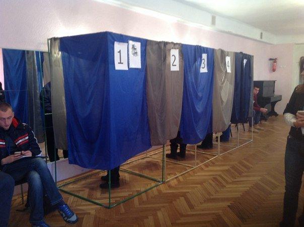 В Харькове открылись избирательные участки (ФОТОФАКТ) (фото) - фото 1