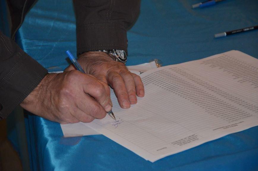 В Мариуполе избирателей просят расписаться в выписке из реестра, фото-2