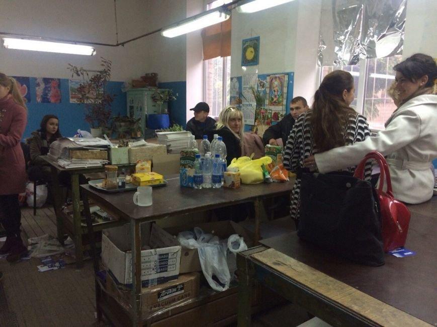 В Мариуполе избиратели пришли под типографию «Приазовского рабочего» (фото) - фото 1