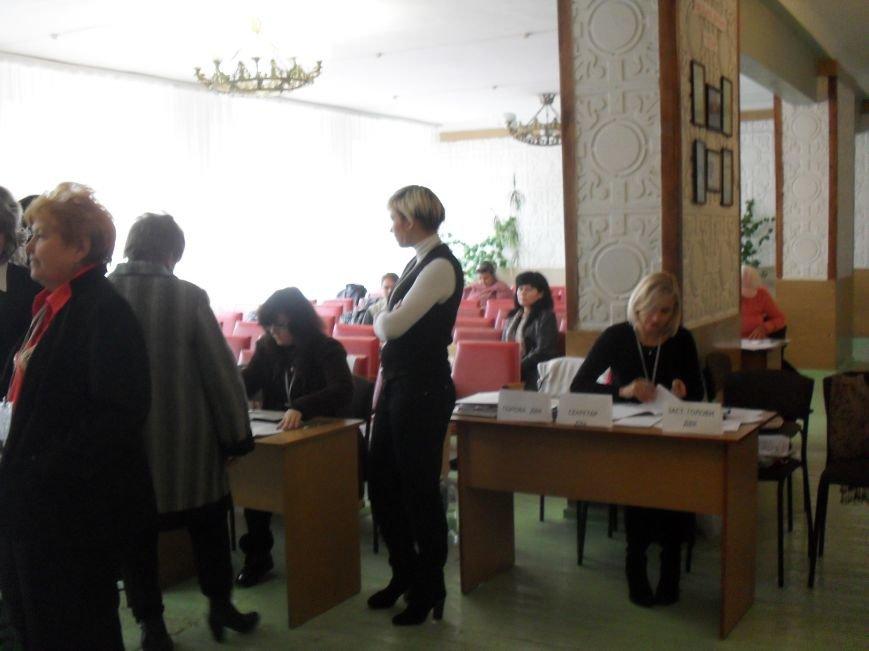 Як голосують кременчужани: фоторепортажі з дільниць та явка виборців станом на 12:00 (фото) - фото 2