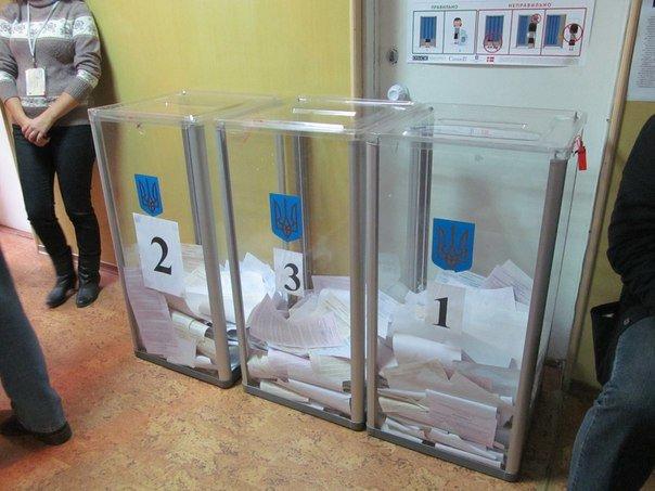 Як голосують кременчужани: фоторепортажі з дільниць та явка виборців станом на 12:00 (фото) - фото 8