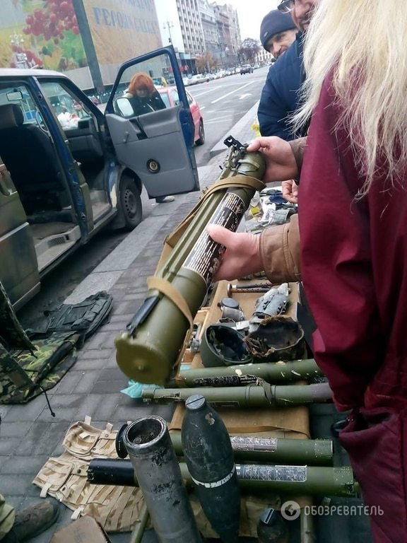 «Правый сектор» привез на Майдан трофейное оружие (ФОТО) (фото) - фото 1