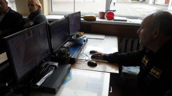 В Николаеве камерой на избирательном участке заинтересовалась милиция (ФОТО) (фото) - фото 1