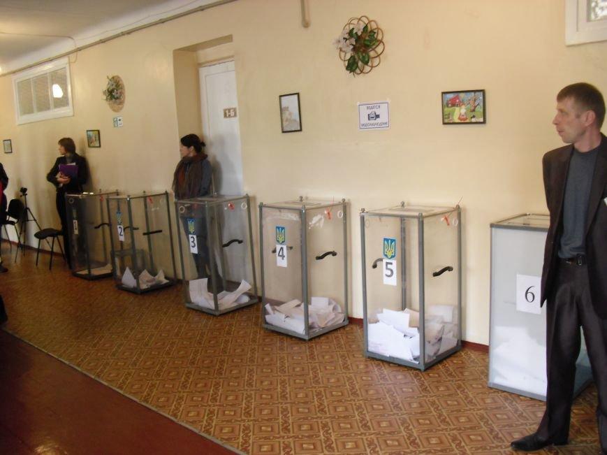 На выборах в Краматорске продолжают фиксировать нарушения (фото) - фото 1
