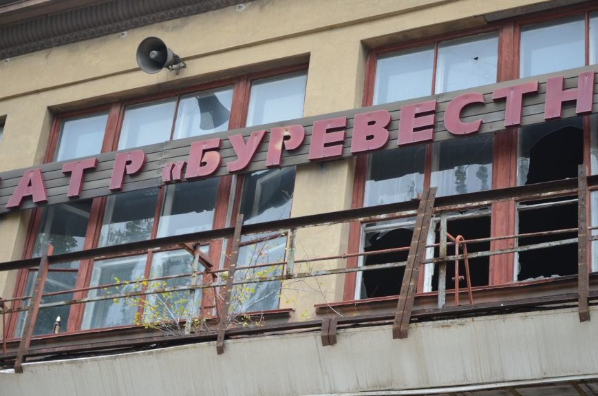 В Мариуполе кинотеатр «Буревестник» облюбовали бездомные (ФОТО), фото-7