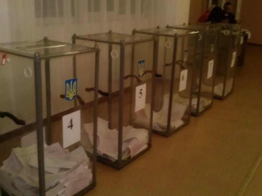 Выборы в Димитрове: украденные бюллетени, угрозы и рукоприкладство (фото) - фото 1